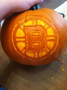 (Photo by: Twitter fan @victoria krula) #HockeyHalloween Nhl Boston Bruins, Bruins Hockey, Hockey Mom, Hockey Teams, Ice Hockey, Halloween Themes, Halloween Pumpkins, Happy Halloween, Pumpkin Carving Tips