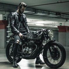 - Honda CB 400 four - - Motorrad - Cafe Bike, Cafe Racer Bikes, Cafe Racer Motorcycle, Moto Bike, Cafe Racers, Motorcycle Men, Motorcycle Style, Motorcycle Outfit, Honda Cb