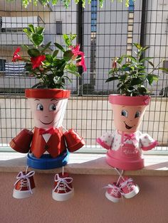 Clay Pot Projects, Clay Pot Crafts, Rock Crafts, Diy Home Crafts, Paper Crafts, Flower Pot People, Clay Pot People, Flower Pot Art, Flower Pot Crafts