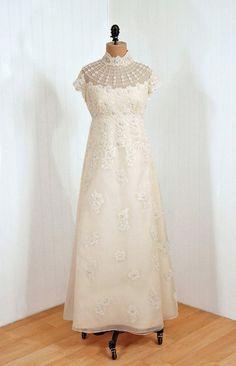 Priscilla of Boston wedding dress via Timeless Vixen Vintage Priscilla Of Boston Wedding Dresses, Long Wedding Dresses, Formal Dresses, 1940s Wedding, 1960s Fashion, Vintage Fashion, 1960s Outfits, Vintage Bridal, Vixen