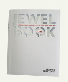 """ Jewelbook 12 13: International Annual of Contemporary Jewel Art"" [Anglais] [Relié] by Jaak Van Damme  - Stichting Kunstboek BVBA; Édition : 1 (nov 2012) - 576 pp"