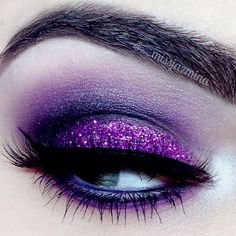 Purple Glitter Eye Make-up – pink unicorn makeup style Purple Eye Makeup, Purple Eyeshadow, Glitter Makeup, Glitter Eyeshadow, Glitter Lips, Maquillage Goth, Lila Make-up, Makeup Tips, Makeup Tricks