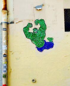 Hulk Street Art of pieces of glass by Shatters, Montmartre, Paris. Glass mosaic. https://www.facebook.com/shatterstreetart image by #matitebou