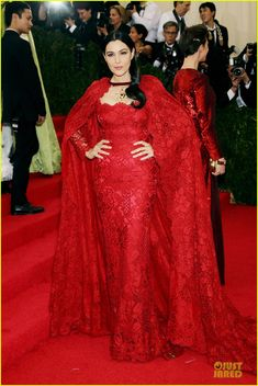 Monica Bellucci Sports Red Lacy Cape at Met Ball 2014! | 2014 Met Ball, Monica Bellucci, Roberto Bolle Photos | Just Jared