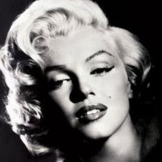 Hollywood glamor era can be yours for Halloween this year with a Marilyn Monroe costume. The sexy starlet known for her gorgeous looks, blonde...