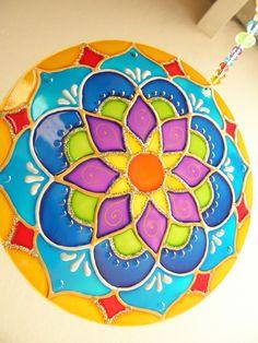 outside decor mandala art, cd crafts Mandala Art, Mandalas Drawing, Mandala Pattern, Cd Crafts, Diy Craft Projects, Felt Crafts, Diy And Crafts, Projects To Try, Glass Painting Patterns