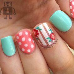 Beautiful nails by @NailMachine