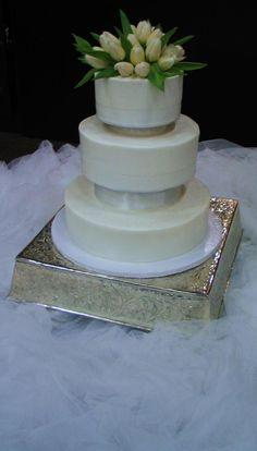 white tulip cake
