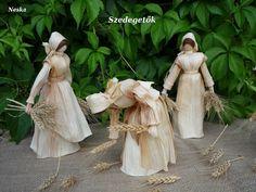 Photo - Google+ Corn Husk Crafts, Corn Husk Dolls, Crepe Paper Flowers, Adult Crafts, Nature Crafts, Doll Patterns, Creations, Wreaths, Crafty