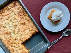 Pumpkin Dump Cake 40 Easy Pumpkin Recipes Full of Fall Flavor Dump Cake Recipes, Baking Recipes, Dessert Recipes, Dump Cakes, Frosting Recipes, Poke Cakes, Dinner Recipes, Just Desserts, Delicious Desserts