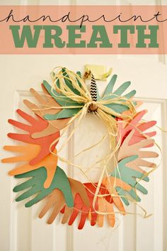 Easy Fall Hand Print Wreath! Super cute kids craft idea. Love it! #wreath #kidcraft #papercrafting #fall