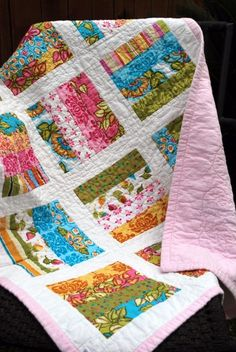 white sashing, strip quilting - pattern - Could also use this idea for a simple scrap quilt. Jellyroll Quilts, Scrappy Quilts, Easy Quilts, Small Quilts, Flannel Quilts, Quilting Projects, Quilting Designs, Sewing Projects, Quilting Ideas