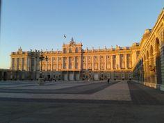 El Palacio Real. Plaza de la Armeria. (S.XVIII)