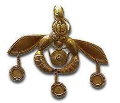 Minoan Gold Bee Pendant, Crete, ca.2000 BC. ~via Andrew Gough's Arcadia