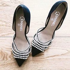 Pearls on shoes. What do you think? http://www.stylect.com/?ref=fb