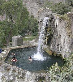Las aguas termales de Churín son beneficiosas para la salud.  Desde hace años, peruanos y extranjeros han acudido a los baños y aguas termo medicinales de Churín, ya sea por alguna dolencia que padece o simplemente para relajarse, envuelto de aire puro y naturaleza.