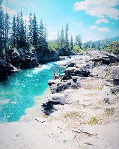 Alberta's Secret Turquoise Swimming Hole Needs To Be On Your Summer Bucket List - Narcity Oh The Places You'll Go, Cool Places To Visit, Places To Travel, Travel Destinations, Yellowstone National Park, National Parks, Outdoor Dates, Alberta Travel, Canadian Travel