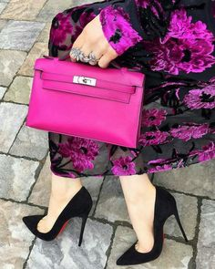 Best Women's Handbags & Bags : The most important luxury brands in the world, Luxury & Vintage Madrid, offers you the best selection of contemporary and classic shoes and accessories in the world. Fashion Bags, Fashion Shoes, Fashion Accessories, Fashion Outfits, Womens Fashion, Fashion Handbags, Fashion Backpack, Luxury Fashion, Hermes Clutch