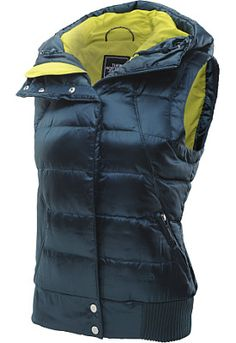 Whether you're waiting for the concert to start, taking the dog for a walk, or chillin' out at the bonfire, this women's Oh Snap vest from @thenorthface is your key to feelin' toasty! #GiftOfSport