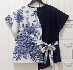 Blouse Batik, Batik Dress, Batik Blazer, Blouse Styles, Blouse Designs, Sewing Clothes, Diy Clothes, Batik Fashion, Blog Couture