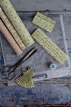 Du behöver: tråd, sax, penna, linjal och papper / Jag brukar använda olika sorters papper som jag har. Silkespapper, tidningspapper, origamipapper, presentpapper, lite vad jag känner för.
