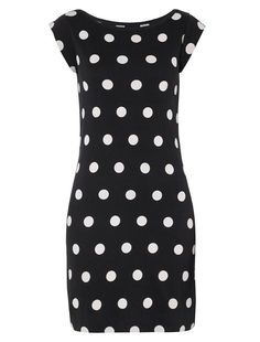 French connection spotted long tee is the perfect wardrobe staple with a fresh take on polka dots. Polka spot Long Tee is easy-to-wear in stretch cotton, with short sleeves and a boat neck.Fits true to size.