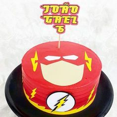 WEBSTA @doce_e_arte - The Flash com detalhes #theflash #theflashcake #flashcake #scrapcake #scrap #decoratingcake #artisancake #cakery #instacake #superherois #doceearteateliêdedelícias #cake #doceearteadoçandosuavida #doceeartecafé #boleria #doceearte