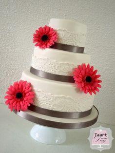 Romantic Weddingcake with Gerbera / Romantische bruidstaart met Gerbera's