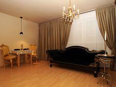 """www.berlin-art-apartment.de """"MOONLIGHT"""" - Doreen Moonlight Romantisch Antik Barock Apartment mit Kamin Balkon Kingsize Bett Berlin Zentrum Prenzlauer Berg"""