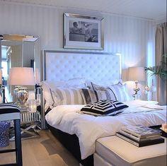 Må bare dele dette fine bilde fra @sweethomeliving sitt soverom, så utrolig lekkertSengegavl modell TRONDHEIM og speil modell ROMA✨ Se vårt store utvalg av sengegavler, speil og interiør til ditt hjem i nettbutikken vår www.mirame.no  #sengegavl #soverom #drømsøtt #speil #norskehjem #seng #sove #interior #interiør #mirame #design #hus #hjem #seng #vakrehjem #norskehjem #headboard #bedroom #sengegavl #hodegjerde #trondheim #roma Bedroom Decor, Interior Design, Home, Room, Interior, Headboard, Room Decor, Interior Decorating, Furniture