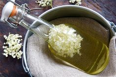 This elderflower cordial recipe is very popular. It's easy to make. The recipe produces a large quantity. Perfect recipe for foraged elderflowers. Citric Acid Uses, Cordial Recipe, Elderflower Cordial, Mother Recipe, Refreshing Summer Drinks, Most Popular Recipes, Samos, Recipes For Beginners, Cool Things To Make