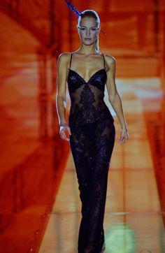 Atelier Versace Couture Runway Show S/S 1996 90s Fashion, Couture Fashion, Runway Fashion, Fashion Show, Vintage Fashion, Fashion Outfits, Fashion Design, High Fashion Models, Versace Vintage