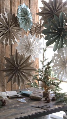 Diy Home Crafts, Diy Craft Projects, Decor Crafts, Paper Flower Decor, Paper Decorations, Homemade Wall Decorations, Paper Bag Crafts, Diy Paper, Christmas Crafts
