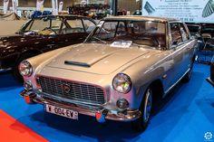 #Lancia #Flaminia à Epoqu'Auto à Lyon Reportage complet : http://newsdanciennes.com/2015/11/09/grand-format-epoquauto-2015/ #Voitures #Anciennes #Vintage #ClassicCars @salonepoquauto