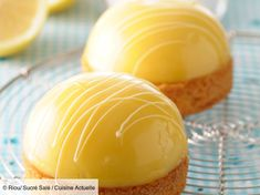 30 beautiful lemon desserts that you will want to make at home: lemon curd cookies, we LOVE it! Fancy Desserts, Lemon Desserts, Lemon Recipes, Easy Cake Recipes, Cookie Recipes, Dessert Recipes, Bread Recipes, Healthy Recipes, Fancy Cake