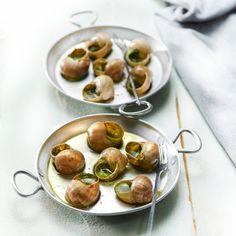 Découvrez la recette Escargots au beurre persillé sur cuisineactuelle.fr.