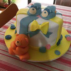 "48 curtidas, 4 comentários - Sweet Juliet (@sweetjulietbolos) no Instagram: ""Chá de Bebê Gui ❤🍰🎂🍭 #chadebebe #bolochadebebe #bolodecorado #pastaamericana #bolo #cake…"""