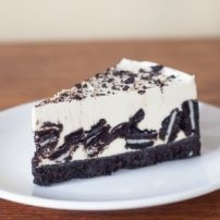 Today is National Oreo Day - rejoice! What better way to celebrate today than with this delicious Oreo cheesecake recipe? Oreo Cheesecake Recept, Cheescake Oreo, Easy Cheesecake Recipes, Oreo Cake, Chocolate Cheesecake, Chocolate Cookies, Chocolate Recipes, Torta Oreo, Dessert Recipes