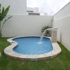 Gorgeous Small Swimming Pool for Small Backyard Ideas - Alles über den Garten Small Inground Pool, Small Swimming Pools, Small Backyard Pools, Backyard Pool Designs, Small Pools, Swimming Pools Backyard, Swimming Pool Designs, Backyard Patio, Backyard Landscaping
