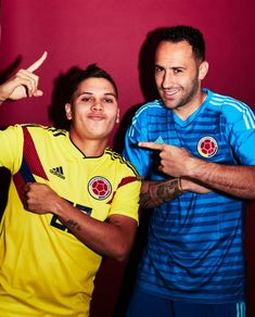 Juan Quintero and David Ospina of Colombia pose for a portrait during the official FIFA World Cup 2018 portrait session at Kazan Ski Resort on June. Colombia Soccer Team, Fifa World Cup 2018, Colombian Art, Football Players, Skiing, Leo, Portrait, Hype Wallpaper, Carp