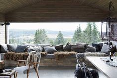 Mountain Cabin Living Room - From cosy cabins to modern apartments, our favourite Scandinavian interiors - interior design ideas on HOUSE by House & Garden Scandinavian Cabin, Scandinavian Design, Scandinavian Pillows, Scandinavian Interiors, Scandinavian Furniture, Lohals, Timber Cabin, Skier, Home Modern