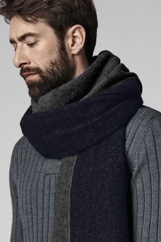 Woven Scarves, Men's Scarves, Bow Scarf, Mens Cashmere Scarf, Country Attire, Cold Weather Fashion, Classy Men, Suit Fashion, Fashion Menswear