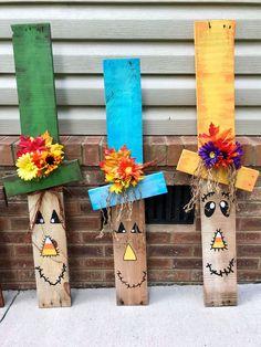 New Winter Wood Crafts Diy Wooden Snowmen Ideas Fall Wood Crafts, Halloween Wood Crafts, Pallet Crafts, Fall Halloween, Decor Crafts, Holiday Crafts, Diy Crafts, Wooden Halloween Decorations, Thanksgiving Wood Crafts