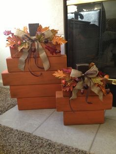 Fall Wood Pumpkins - not crazy about the wood blocks but the bow, leaves and berries are nice. Fall Halloween, Halloween Crafts, Ideas Decoracion Navidad, Fall Home Decor, Holiday Decor, Wood Pumpkins, Autumn Crafts, Fall Wood Crafts, Wooden Crafts