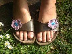 Crochet flower shoe clips