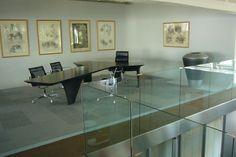 Dekorative Vasen, Design, Vasen, Interieur, Exterieur, Luxus-Möbel, modernes Interieur, Wohnung Zubehör, hohen Vasen, niedrige Vasen, große Vasen, riesige Vasen, Dekoration, repräsentative Räumlichkeiten, Haus, Wohnung, Garten, Projekt, Hotel, Projekte der Wirtschaftszentren Innenräume, Geräte für Läden, Projekte von Unternehmen und Institutionen,  weiße Vasen, Bronzevasen, graue Vasen, Vasen braun, beige Vasen, blaue Vasen, Metallvasen, goldene Vasen, silberne Vasen,