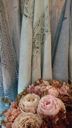 #anniesloan #anniesloanchalkpaint #chalkpaint #timimoo #stoff #selberfärben #spitze #lebensfreude #painting #diy Annie Sloan, Boutique, Bed And Breakfast, Event Design, Candles, Art, Joie De Vivre, Lace, Breakfast In Bed