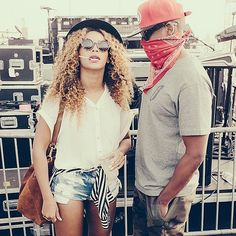 Surprise: Beyonce and Jay Z showed up at Coachella Music Festival over the weeke. Jay Z Solange, Beyonce Et Jay Z, Beyonce Coachella, Coachella 2014, Beyonce Knowles, Coachella Festival, Coachella Style, Beyonce Style, Coachella Valley