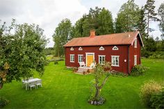 Old red timber house with yellow doors. Scandinavian Cottage, Swedish Cottage, Red Cottage, Wooden Buildings, Small Buildings, House In Nature, House In The Woods, Norwegian House, Sweden House