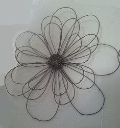 The Chic Technique: Wire flower Barb Wire Crafts, Wire Hanger Crafts, Wire Hangers, Metal Garden Art, Metal Art, Chicken Wire Art, Barbed Wire Art, Art Du Fil, Wire Flowers